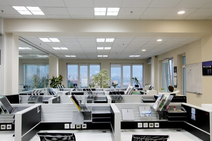 Светодиодный светильник встраиваемый в офисе OPPLE